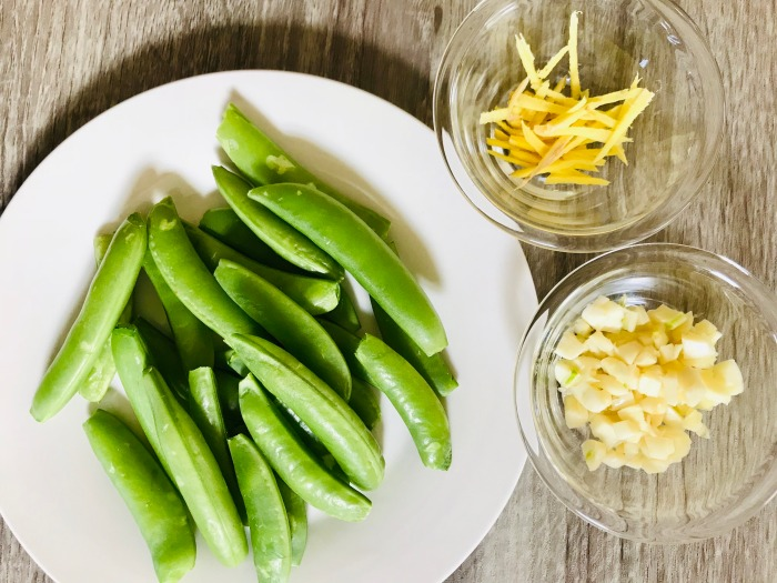 garlic ginger snap peas prep