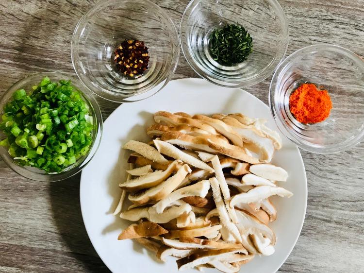 saffron shiitake mushrooms prep