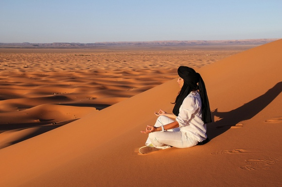 Meditating above the dunes of Sahara by Ialo Fuentes.jpg